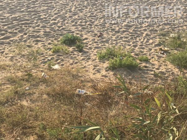 На севастопольском пляже сезон-2021 так и не начался 4