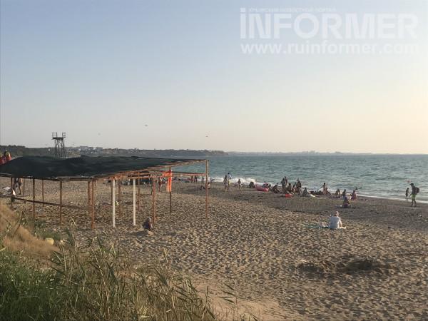 На севастопольском пляже сезон-2021 так и не начался 5