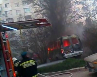 В Севастополе опять горел автомобиль (видео)