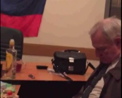 """Видео дня: Евпаторийский """"слуга народа"""" уснул прямо на рабочем месте (видео)"""