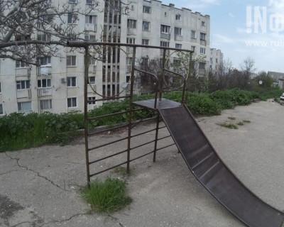 """""""Там дети не играют"""". Ужасные игровые площадки в Севастополе способные разрушить детство! (фото)"""