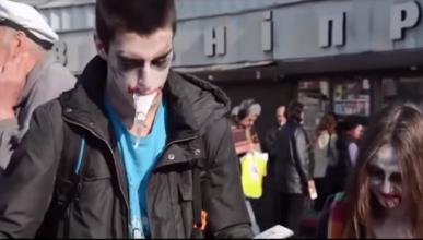 """Видео дня: """"Украинские зомби"""" читают пророссийскую газету. Смотрите реакцию простых киевлян (видео)"""