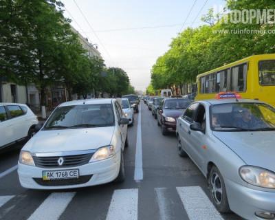 Севастополь похож на Москву? Судя по пробкам — вне всяких сомнений! (фото)