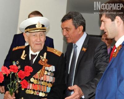 Два ветерана Севастополя получили жилье в новостройке (фото)