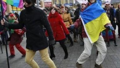 Жителей Украины учат говорить правильно - вместо слова «гомики» использовать слово «геи» (фото)