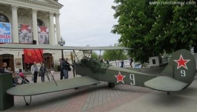 На проспекте Нахимова приземлился самолет (фото)