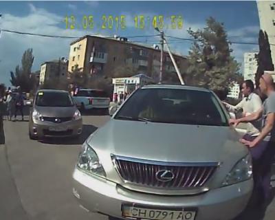 Видео дня: Пьяный водитель на Лексусе давит пешеходов в Севастополе (видео +18)