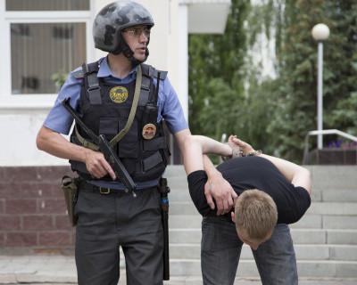 Севастопольские полицейские задержали местного жителя, ограбившего женщину