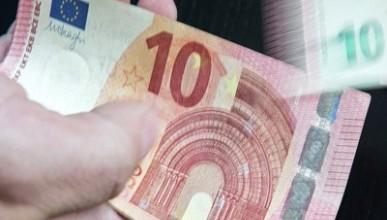 Сегодня Европейский центральный банк (ЕЦБ) ввел в обращение новую банкноту достоинством 10 евро