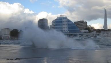 Шторм в Севастополе! (фото)
