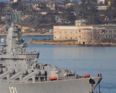 """Сегодня ракетный крейсер """"Москва"""" вернулся в Севастополь из похода в Атлантический океан"""