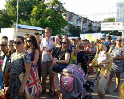 Севастопольцы: «В выходные дни добраться по маршруту «Северная - Графская пристань» - это испытание» (фото)