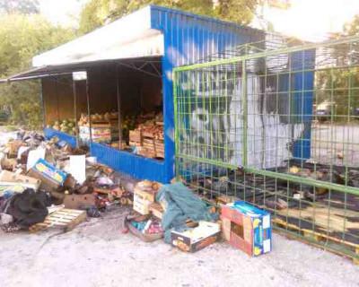 В Севастополе горят торговые палатки
