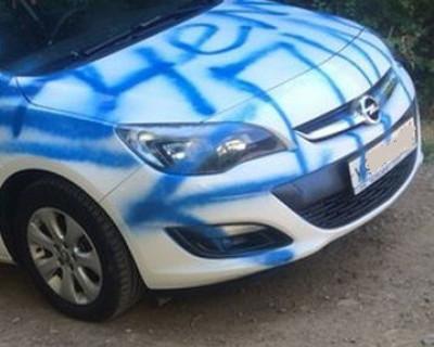 Вандалы в Севастополе разрисовывают автомобили!