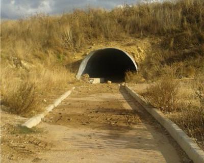 После обрушения симферопольской трассы жители хутора Лукомского просят Следственный Комитет РФ проверить такой же тоннель в районе Максимовой Дачи.