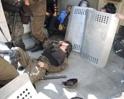 В результате взрыва на митинге возле Верховной Рады в Киеве есть раненые