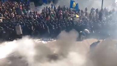 Один из украинских силовиков погиб после взрыва боевой гранаты возле здания Верховной Рады в Киеве (видео)