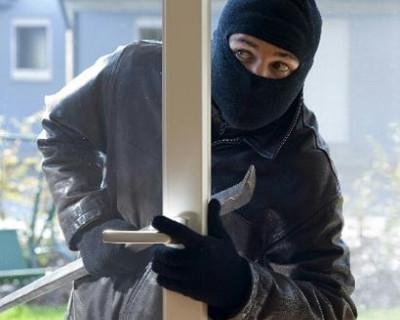 В Севастополе похититель техники проник в квартиру через окно