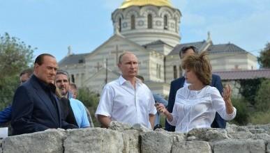 Владимир Путин и Сильвио Берлускони посетили Свято-Владимирский кафедральный собор в Херсонесе