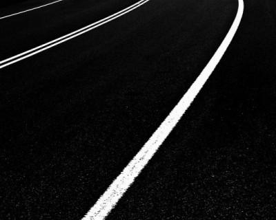 Выйдя из подъезда севастопольцы оказываются на дороге общего пользования (фото)