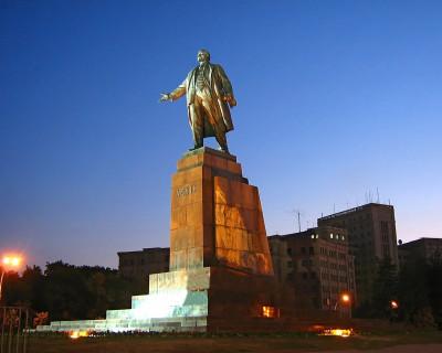 Украинские гопники продают Ленина