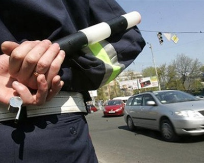 Коллапс на улице Восставших регулирует ГИБДД.
