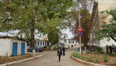 Пока директор Мася превращает территорию школы №34 в общественную уборную (фото, видео)