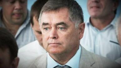 Директор департамента образования Михаил Родиков поступает как благородный мужчина или...