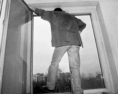 """Из окна здания ОМВД Симферополя выпрыгнул и насмерть разбился мужчина. В полиции говорят: """"Сам!"""""""