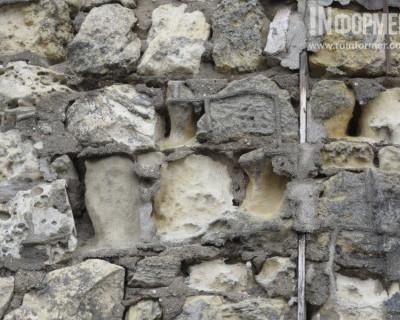 В Севастополе стремительно разрушается очередная подпорная стена. В зоне риска — улица Портовая (фото)