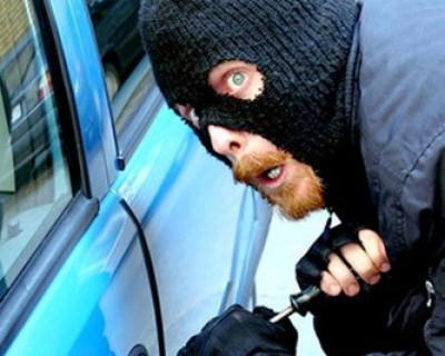 Внимание! В районе Матюшенко города Севастополя действует быстрый автовзломщик!