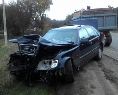 В Севастополе избегая столкновения с пешеходом, водитель разбил свою машину и сломал обе руки (фото)