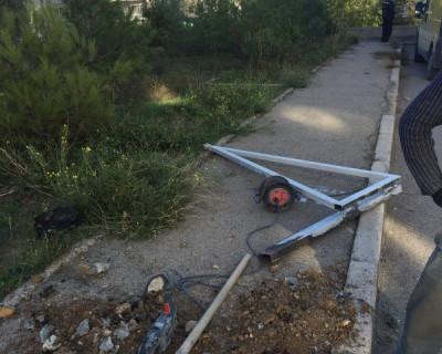Кому понадобился шлагбаум во дворе дома по улице Адмирала Юмашева?