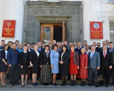 Удивительно, но сессия в Заксо Севастополя не вышла за рамки выдержанной беседы (фото)