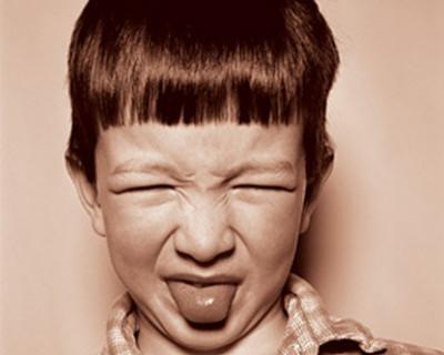 """""""Домашняя выпечка"""" кормит севастопольцев сырыми пирожками с мухами (фото)"""
