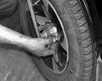Двое севастопольских подростков сняли колёса с автомобиля и лишились свободы на 5 лет