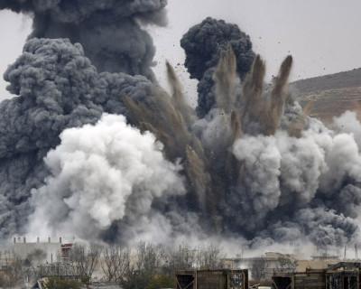 Минобороны РФ опубликовало видео нанесения авиаударов в Сирии по заводу и ангару с взрывчаткой (видео)