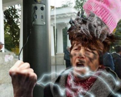 """18-летние севастопольские вандалы, вырвавшие кабели для подзарядки из остановки, попались """"на крючок"""""""