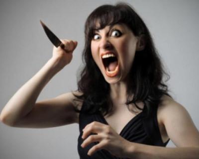 Севастопольская резня двумя ножами. Разъярённая женщина набросилась на сожителя