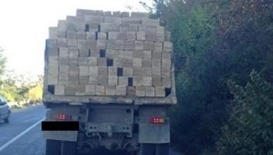 В Севастополе водитель чуть не оказался под грудой кирпичей