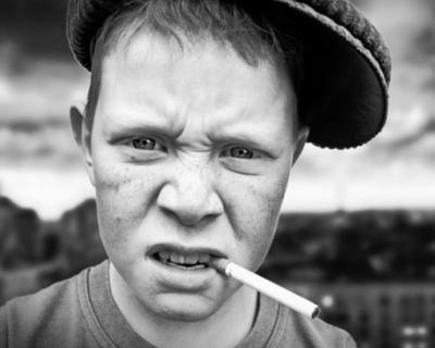 Внимание, севастопольцы! Малолетки города нападают сзади, избивают и забирают ценности (видео)