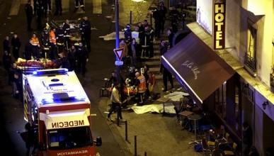 """В Париже террористы """"смертники"""" расстреляли более 150 человек и потом взорвали себя (фото)"""