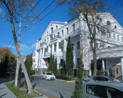 Размышления у парадного подъезда городского севастопольского суда (фото)