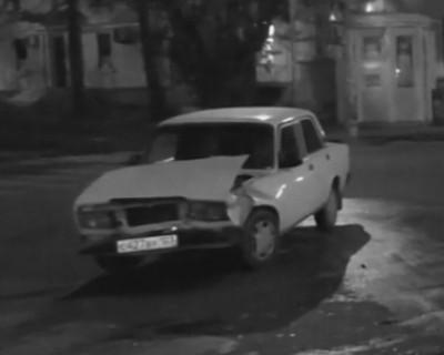 Ночной ИНФОРМЕР: «Желудок» не пропустил ВАЗ и отправился отдыхать на тротуар (видео)