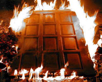 Крымчанин из ревности поджег дверь квартиры бывшей сожительницы