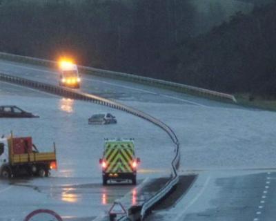 В Англии идет эвакуация жителей из-за шторма Десмонд (14 фото)