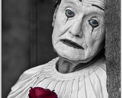 Ночной ИНФОРМЕР: В Севастополе мошенница позарилась на похоронные сбережения 90-летней бабушки