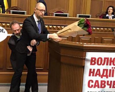 Украинский цирк и Яценюк с букетом алых роз (фото, видео)