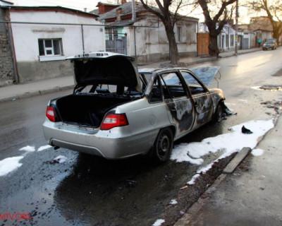 В Симферополе взорвался автомобиль (фото)