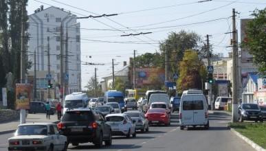 Дорожные службы заставили севастопольцев стоять в пробках (фото, видео)
